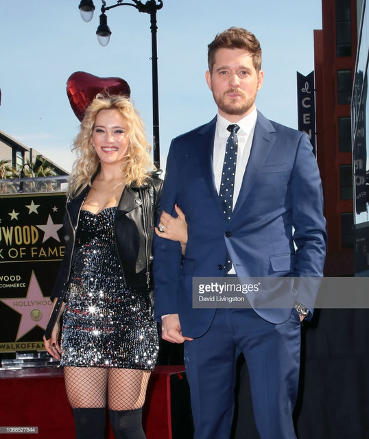 HOLLYWOOD-CALIFORNIA-NOVEMBER-16-Michael-Buble-and-wife-Luisana-Lopilato-attend-his-being-honored-wi