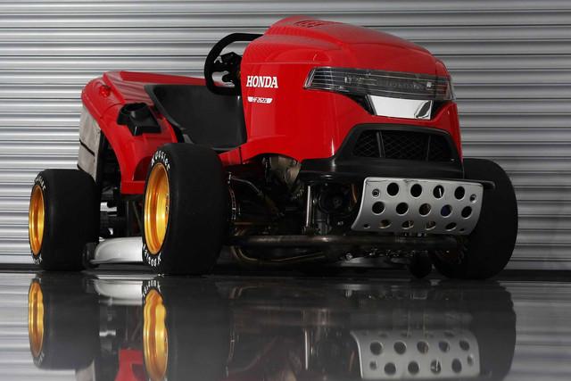 Corta-relva com motor CBR 1000 RR SP Mean_mower_front