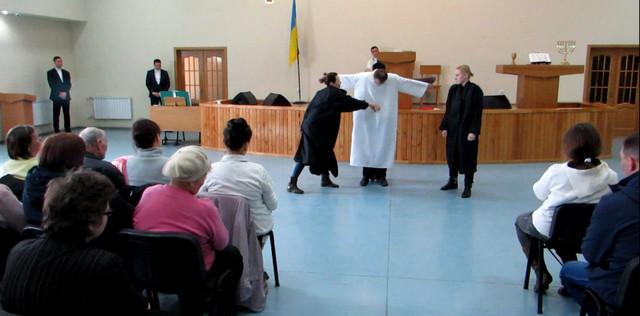 Молодежный театр на Пасху
