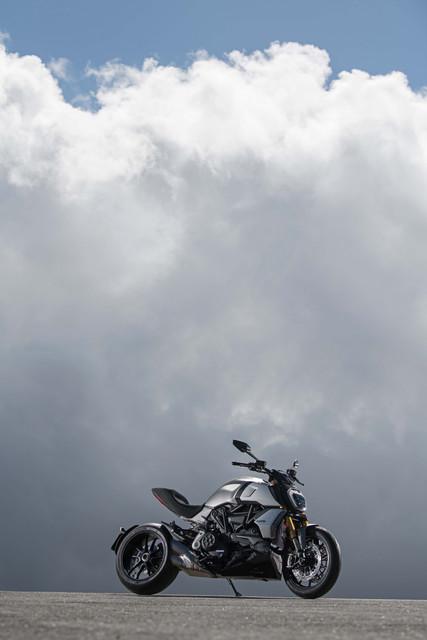 2019-Ducati-Diavel-1260-S-01
