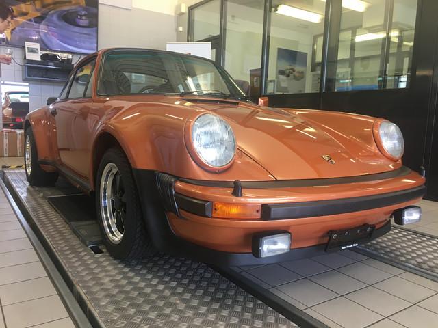 Les premiers 70 ans Porsche IMG_8088_JPG