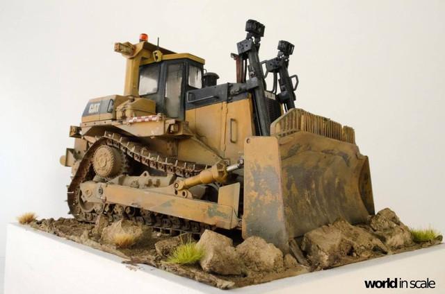 "Caterpillar D9 ""Bulldozer"" - 1:35, based on Meng Models 26114326_964750473692468_8798419660699199336_o"