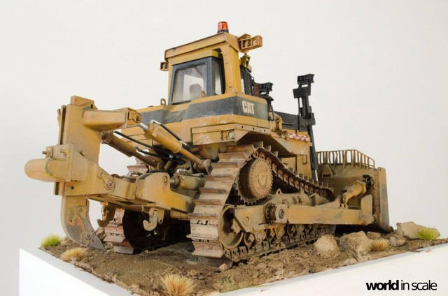 "Caterpillar D9 ""Bulldozer"" - 1:35, based on Meng Models 26170547_964750453692470_8313647321846870794_o"