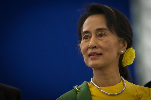 Remise du Prix Sakharov a Aung San Suu Kyi Strasbourg 22 octobre 2013 04