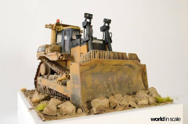 "Caterpillar D9 ""Bulldozer"" - 1:35, based on Meng Models 26170620_964750120359170_1578551752039099186_o"