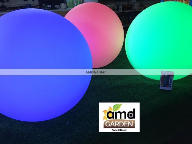 Sfera luminosa a led da esterno rgb a batteria for Alberelli da esterno
