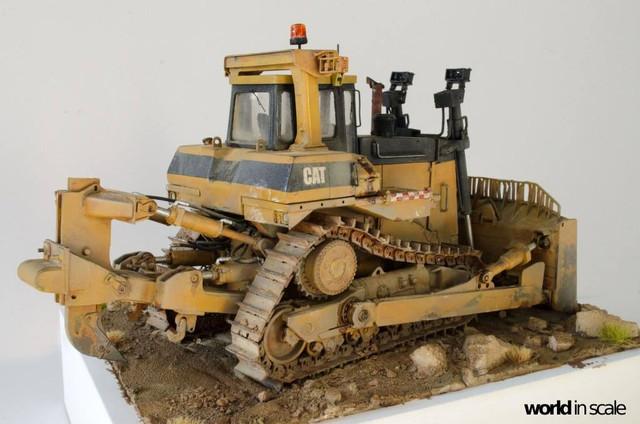 "Caterpillar D9 ""Bulldozer"" - 1:35, based on Meng Models 26170656_964750353692480_5842855677359959509_o"