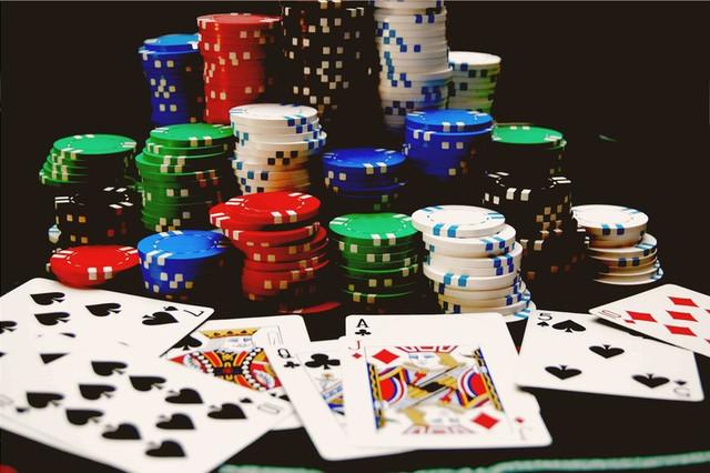 Первая ставка в покере в казино игры казино онлайн ва-банк