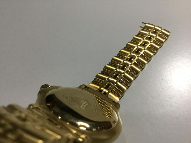 Mint Condition Tag Huer 18 K Solid Gold Watch 600