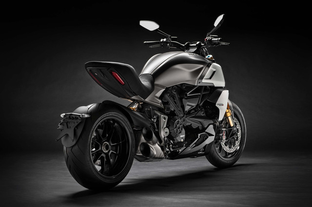 2019-Ducati-Diavel-1260-S-09
