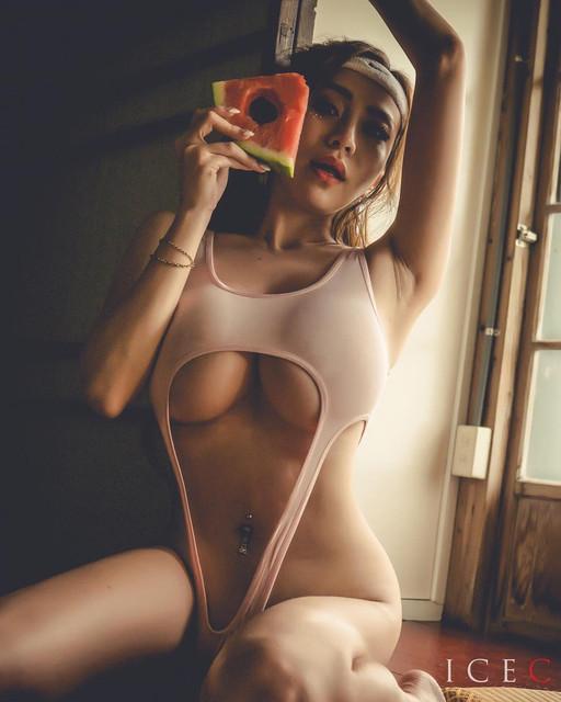 I級女模張語昕18禁寫真流出!全裸跪地遭綑綁_無毛私處「夾蘋果」