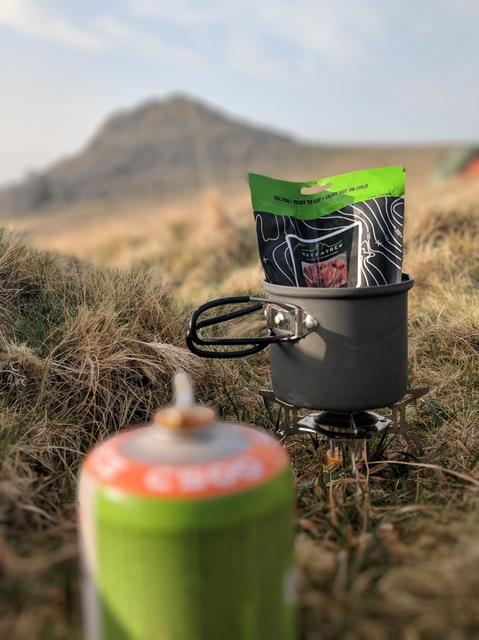 Cooking_on_a_camping_stove_wild_camping