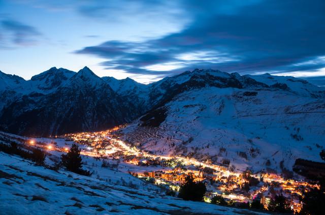 Les deux alpes dorp donker