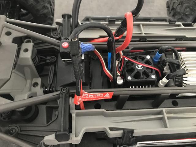 Hobbywing EZRun MAX6 ou Velineon VXL-8S Fullsizeoutput_1d62