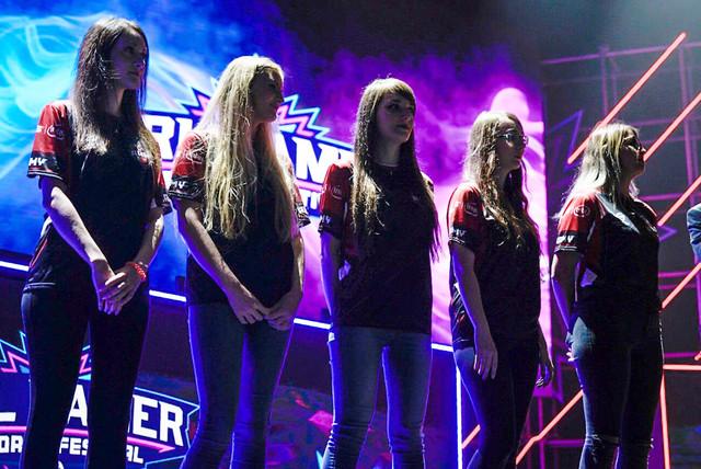 El equipo femenino de ASUS ROG Army en el Girl Gamer Festival