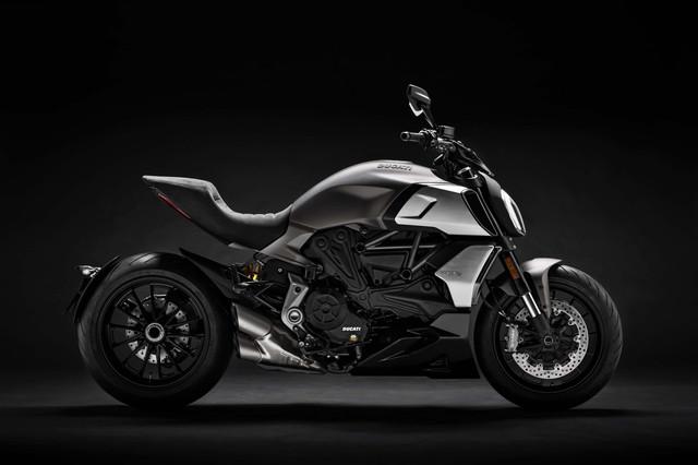 2019-Ducati-Diavel-1260-02