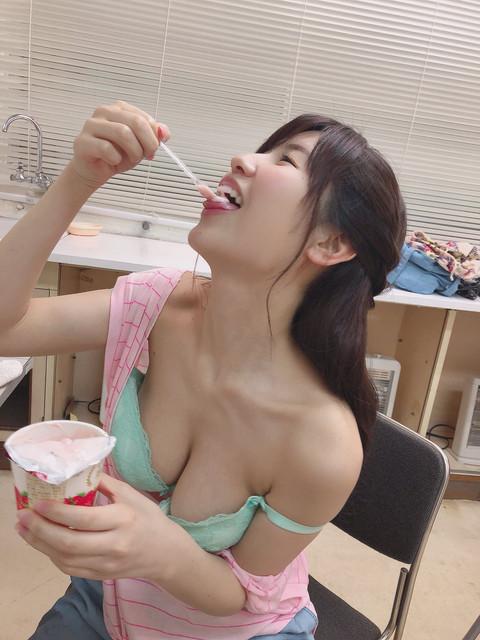 奶特正妹櫻空桃吃Yogurt看了我都好想全部都吃掉