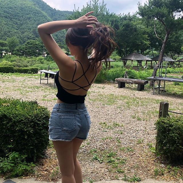 超辣英文老師Sarah_Kim「透視裝+緊身裙」!學生爆料:我爸爸也在偷看妳