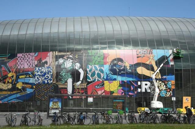1116524 vue d ensemble de la fresque de la gare de strasbourg intitulee little by little creee par l
