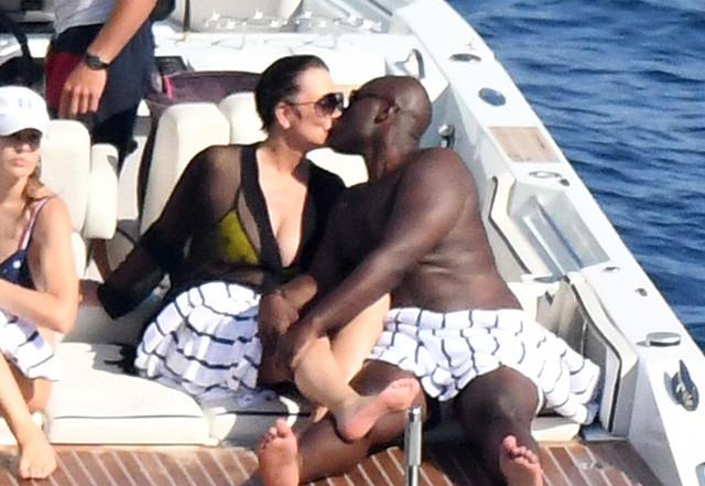 Kris_Jenner_besando_a_su_novio